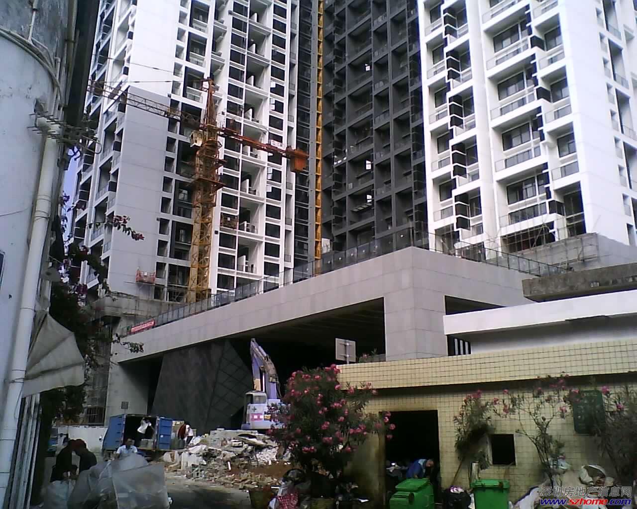 华侨城四海公寓1房1厅,41平红本看公园,126万